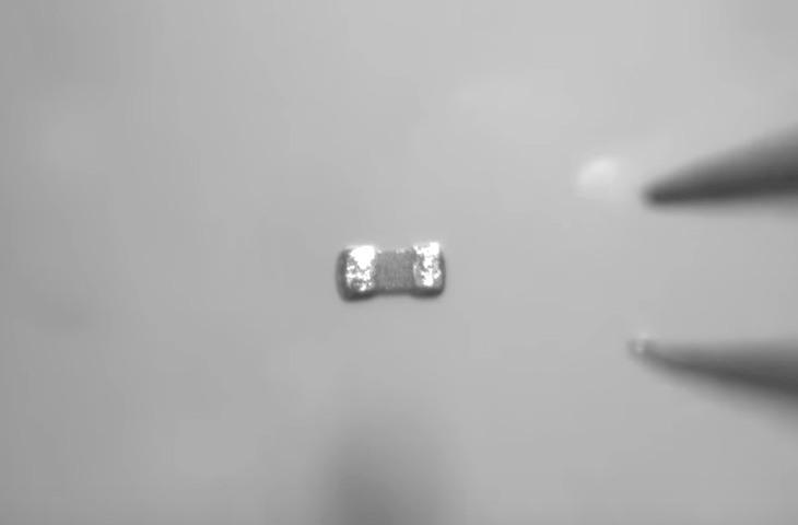 微小部品の把持