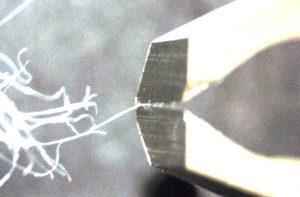 顕微鏡下での切断